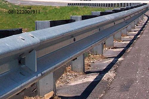 guardrail pembatas jalana